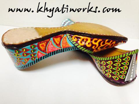Rangeeli - Beautiful Handpainted Jutti