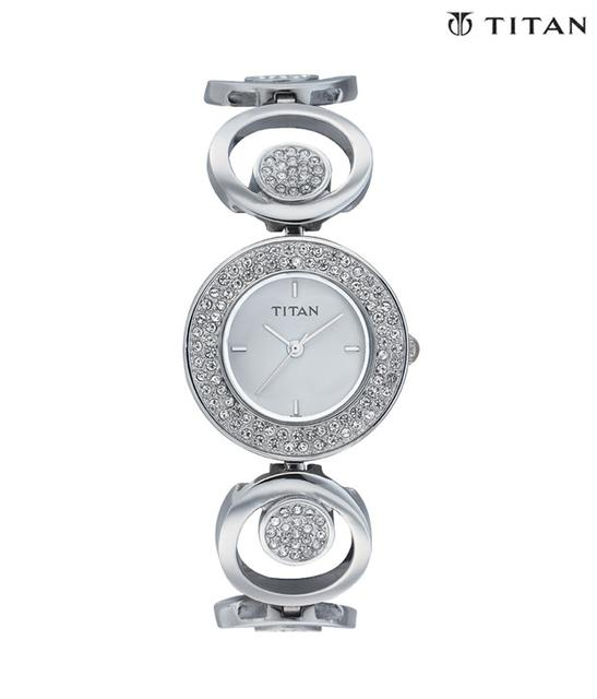 Titan 9846Sm01 Women's Watch