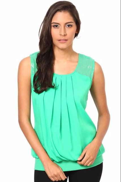 Sleevesless Top With Sequins Patch On The Shoulders /TSF2451