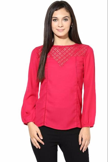 Full Sleeve Top With Lace At The Yoke/TSF400074