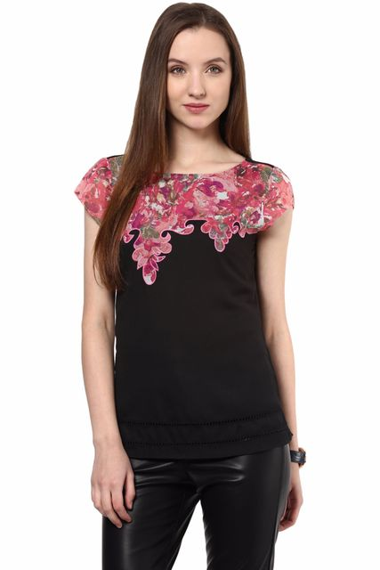 Casual Top In Black Color And Assymetrical Printed Yoke With Scalloping At Edges/TSF400438