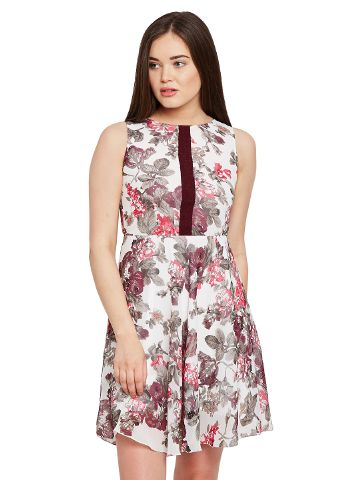 Double layer skater dress in floral print with gathers at waist / DRF500459