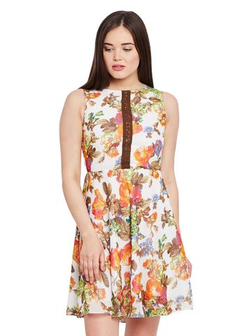 Double layer skater dress in floral print with gathers at waist / DRF500460