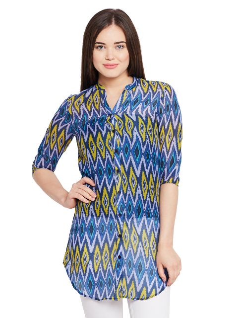 Front button down shirt dress in blue print / TSF400642