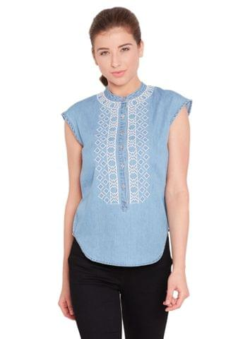 Round neck top in denim light blue wash with embroidery at front/ TSF400730