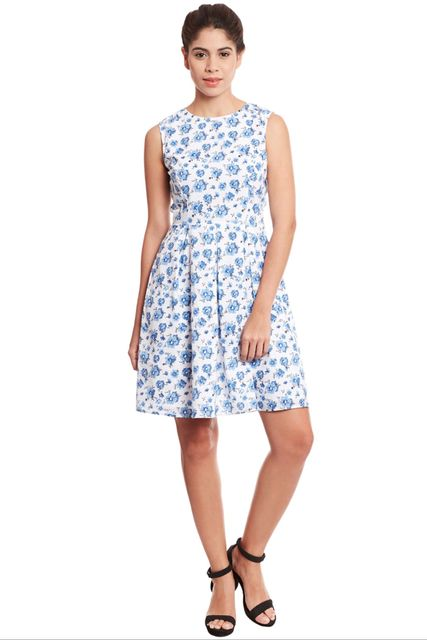 Front pleated skater dress in blue print/ DRF500531