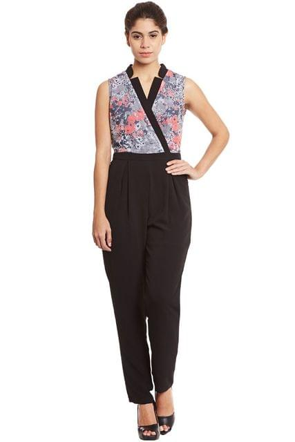 Front overlapped jumpsuit in grey print with half collar band/ DRF500512