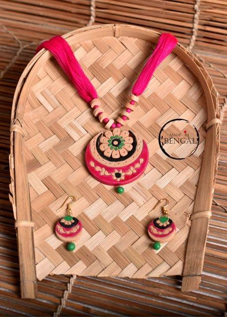 Handcrafted Terracotta Jewelry set in Pink - Green - Black
