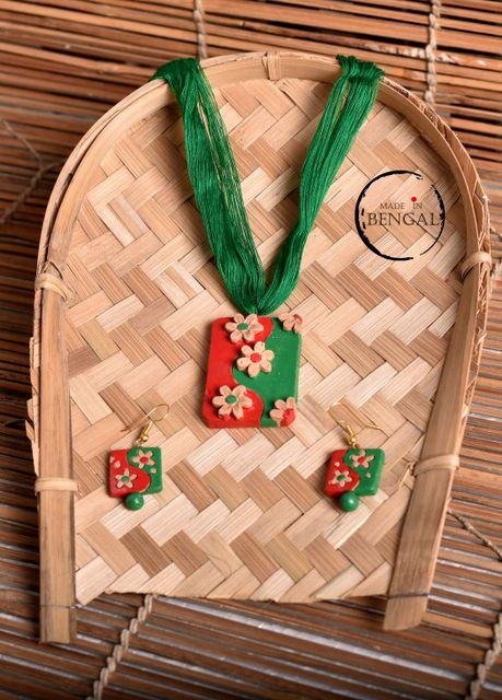 Handcrafted Terracotta Jewelry set in Green & Red