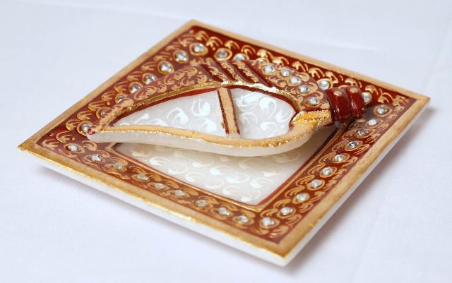 Marble crafted Plate chopra