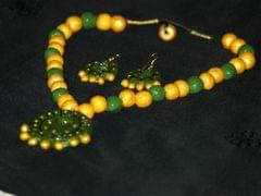The Pale yellow and Green Round Pendant Necklace set