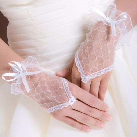 Fingerless wrist short lace wedding gloves