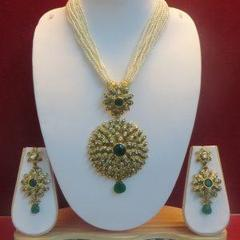 Stunning Pearl Malaset With Golden And Green Pendant