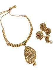 Elegant golden pendant set with earrings
