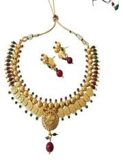 Gold tone traditional pendant set