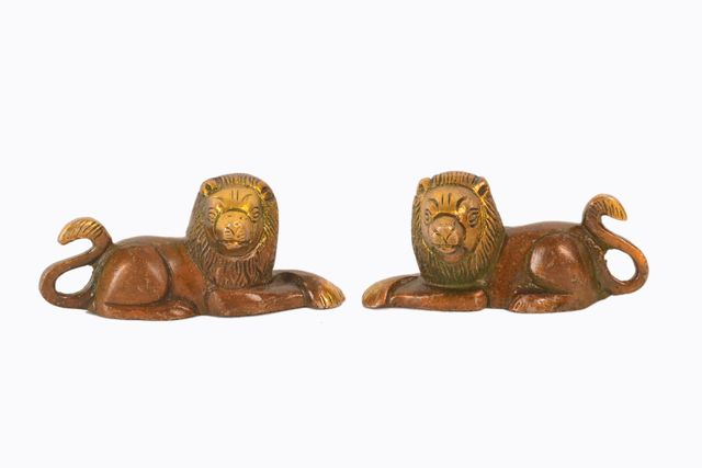 Purpledip Brass Pair of Lion Statues Showpieces for office/study Table, Fengshui Significance (11048)