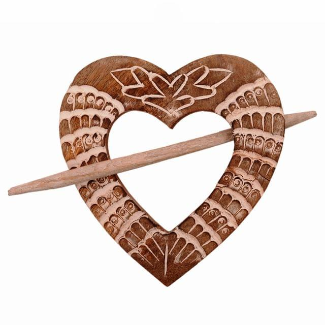 Purpledip Wooden Curtain Holder Tie Back Drape Clips 'Loving Heart': Set Of 2 (11146)