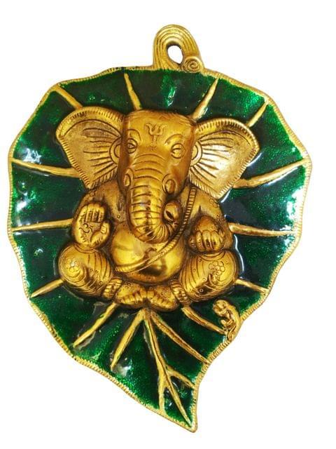 Purpledip Metal Wall Plaque Ganesha: Ganapathi Idol on Auspicious Peepal Leaf (11541)