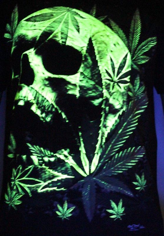 Weed Skull - Glow In The Dark Radium Neon UV High definition 3D Club Tshirt  Buy online India