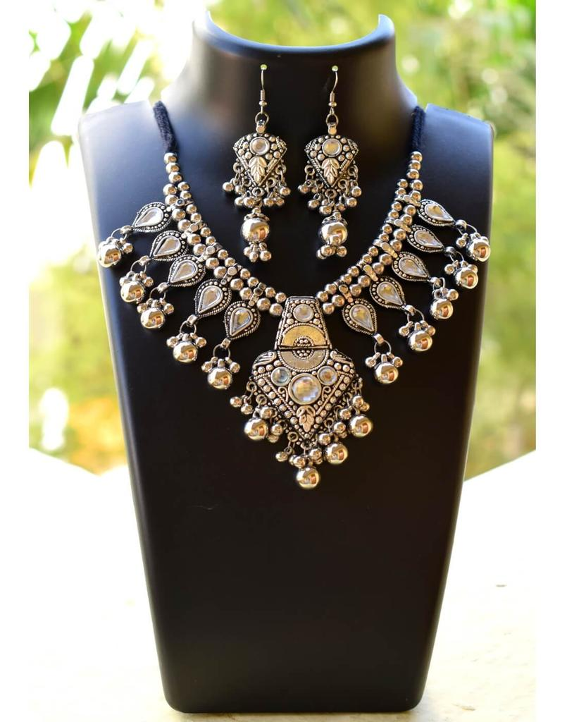 Oxidized Metal Jewellery Set-White Beads Pendant