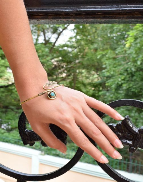 Brass Bangle with Stone&Leaf Pattern- Turquoise Stone