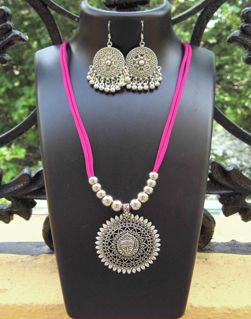 Oxidized Metal Threaded Necklace Set - Fuchsia