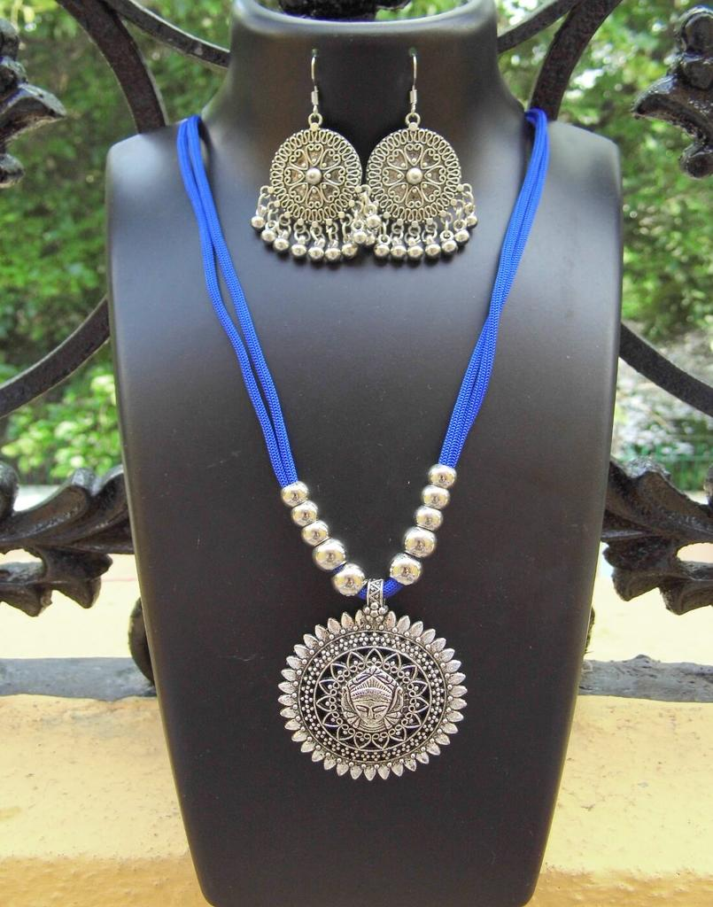 Oxidized Metal Threaded Necklace Set - Blue