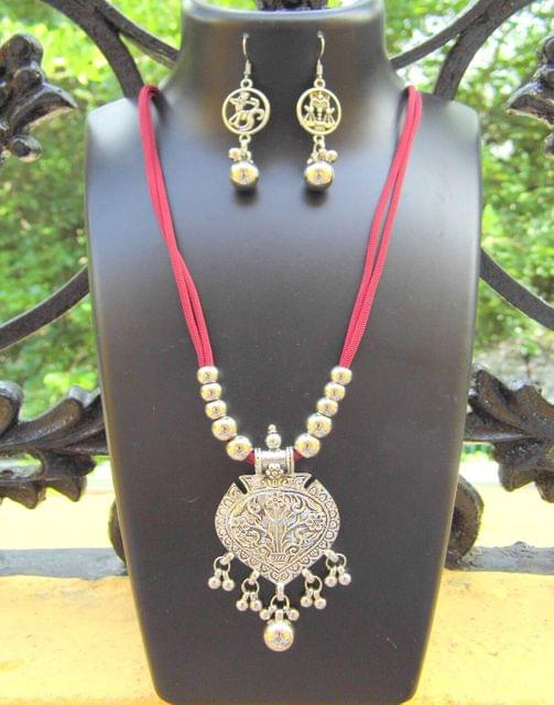 Oxidized Metal Threaded Necklace Set -Maroon