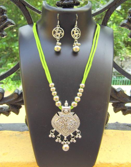 Oxidized Metal Threaded Necklace Set - Green