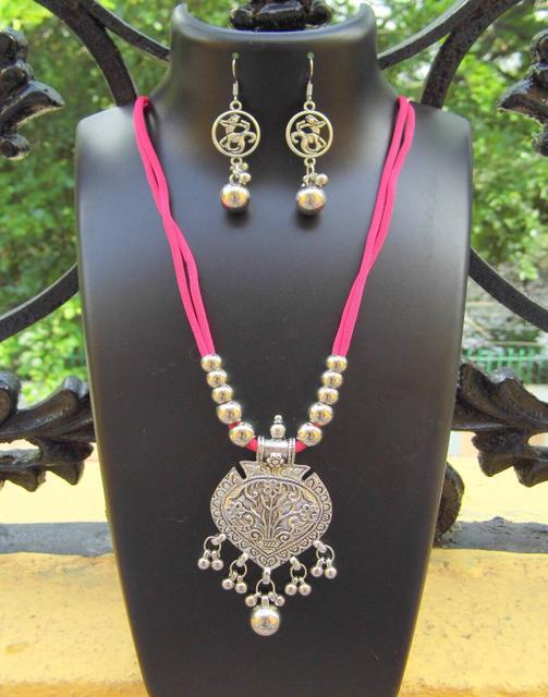 Oxidized Metal Threaded Necklace Set -Dark Pink