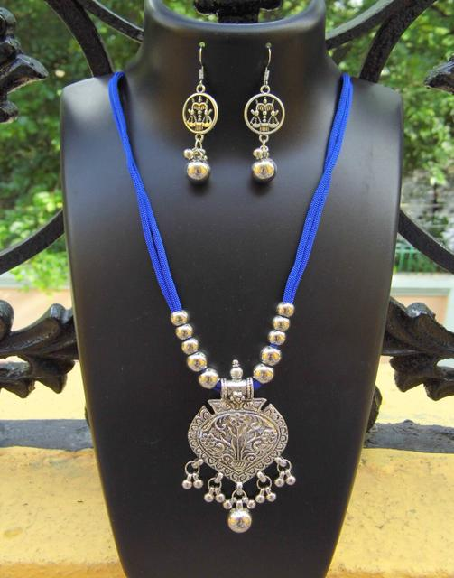 Oxidized Metal Threaded Necklace Set -Blue