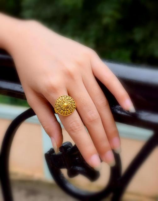 Finger Ring in Gold Oxidized Metal- Round Motif
