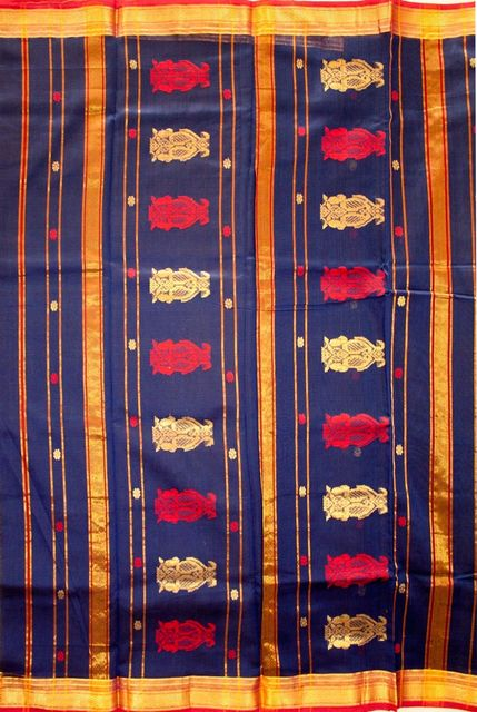 Maheshwari Handwoven Cotton-Silk Saree: Buti Buta Pallu