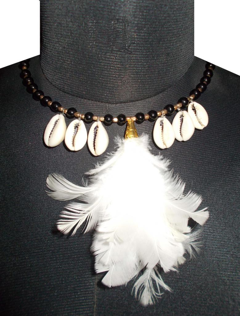 Port Exclusive White Sea Shell Necklace