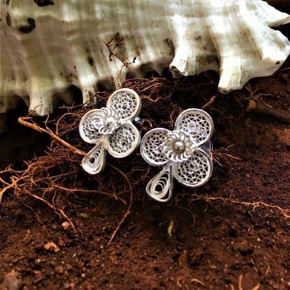 Silver Filigree Spade Earrings