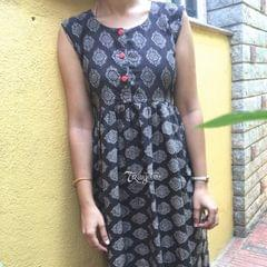 Trayee Grey Block Print Pleated Sleeveless Kurta