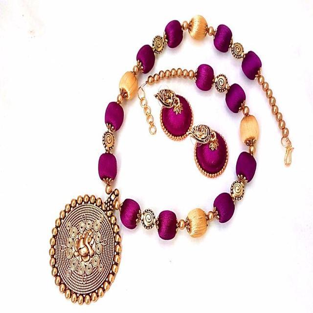Smile Decors Antique Pendant Silk Thread Jewellery