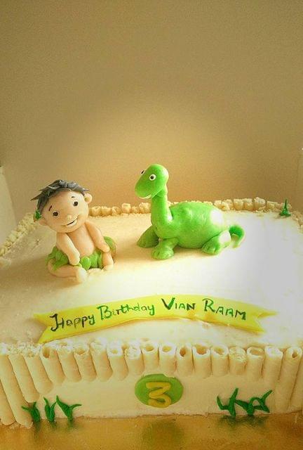 Dolce Olivia Dinosaur Theme Cake (2kgs)