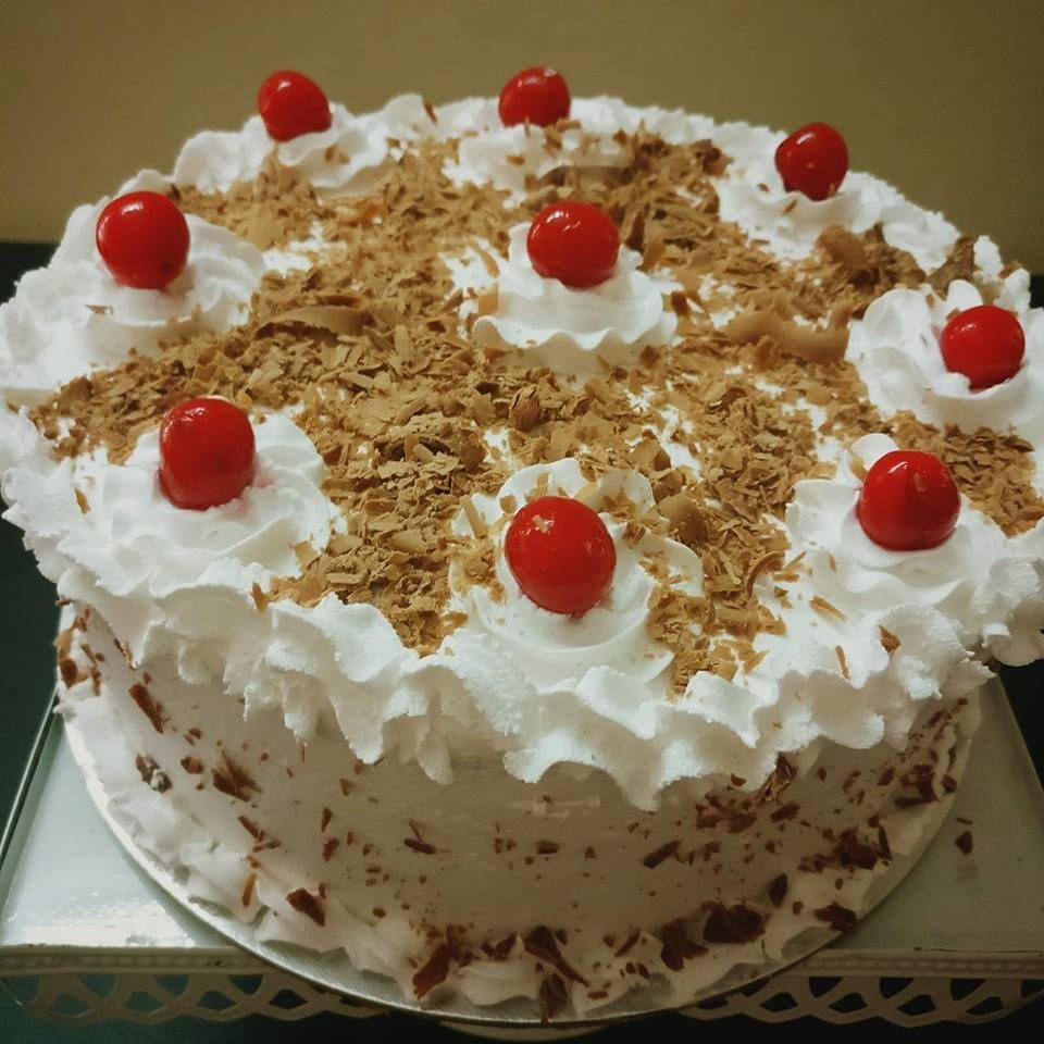 Dolce Olivia White Forest Cake (1 kg)