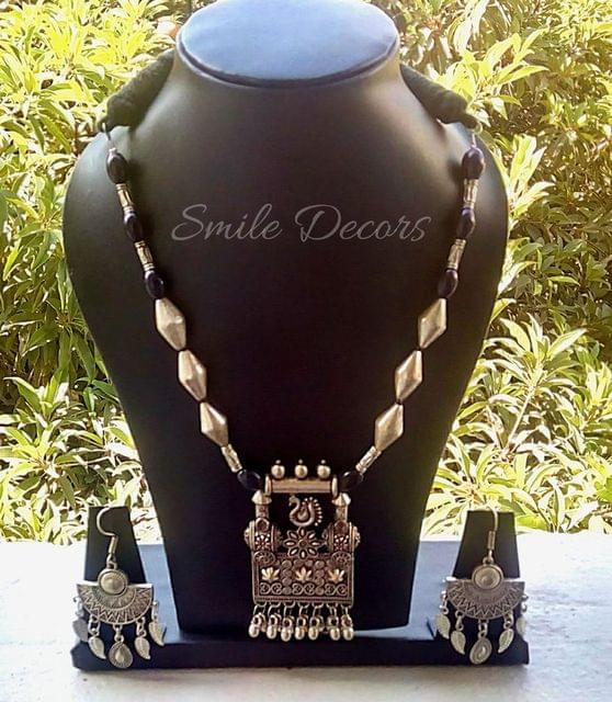 Smile Decors German Silver Jewellery Set