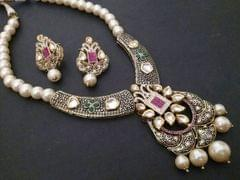High class necklace set with warranty of one year