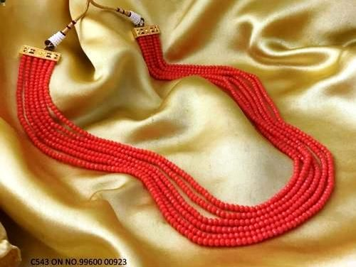 High quality beads necklace with an year warranty. Length is 18 inches