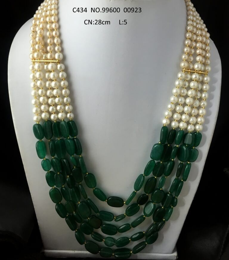Beautiful 5 layered chain necklace with an year warranty. Its chain is made of pearls