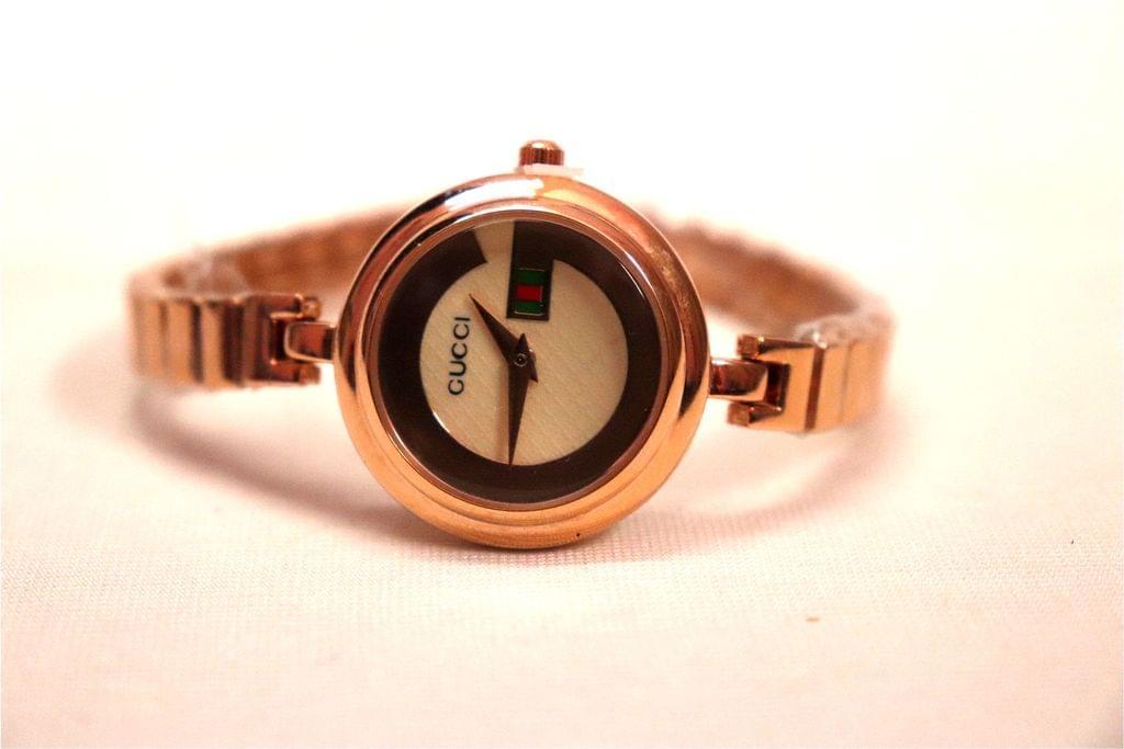 Beautiful watch with an year warranty.