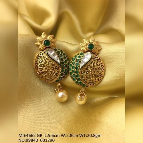 High Class Earring made of brass with Kundan and Pearl Stones