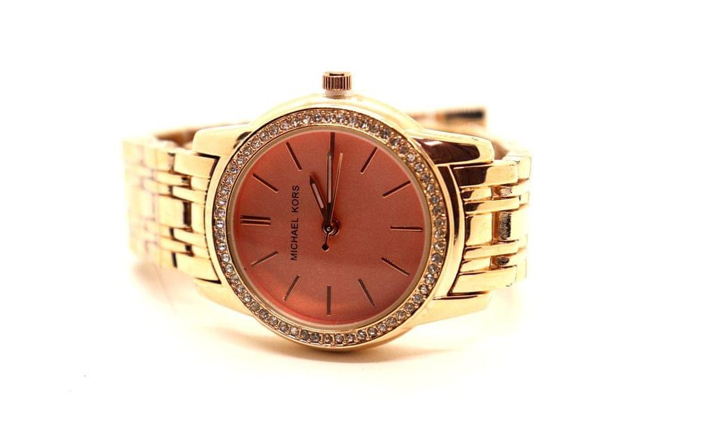 Buy this beautiful watch , with 1 year warranty