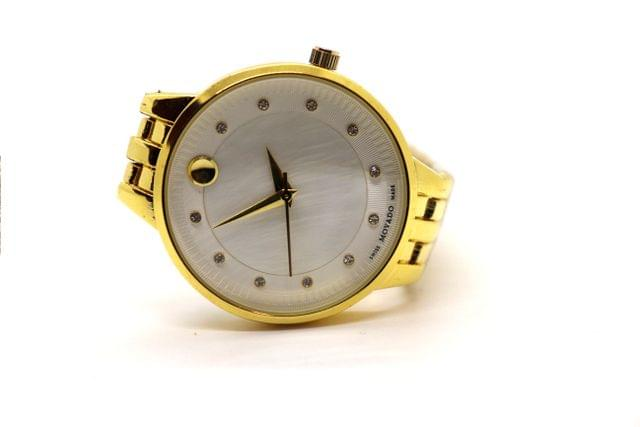 Awesome Men's watch with an year warranty