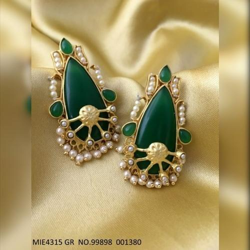 Buy this beautiful Earring with an year warranty