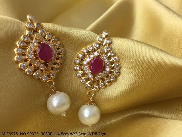 High quality earring with an year warranty