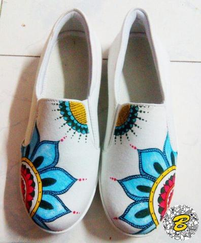 Traditional Design Canvas Slip-on